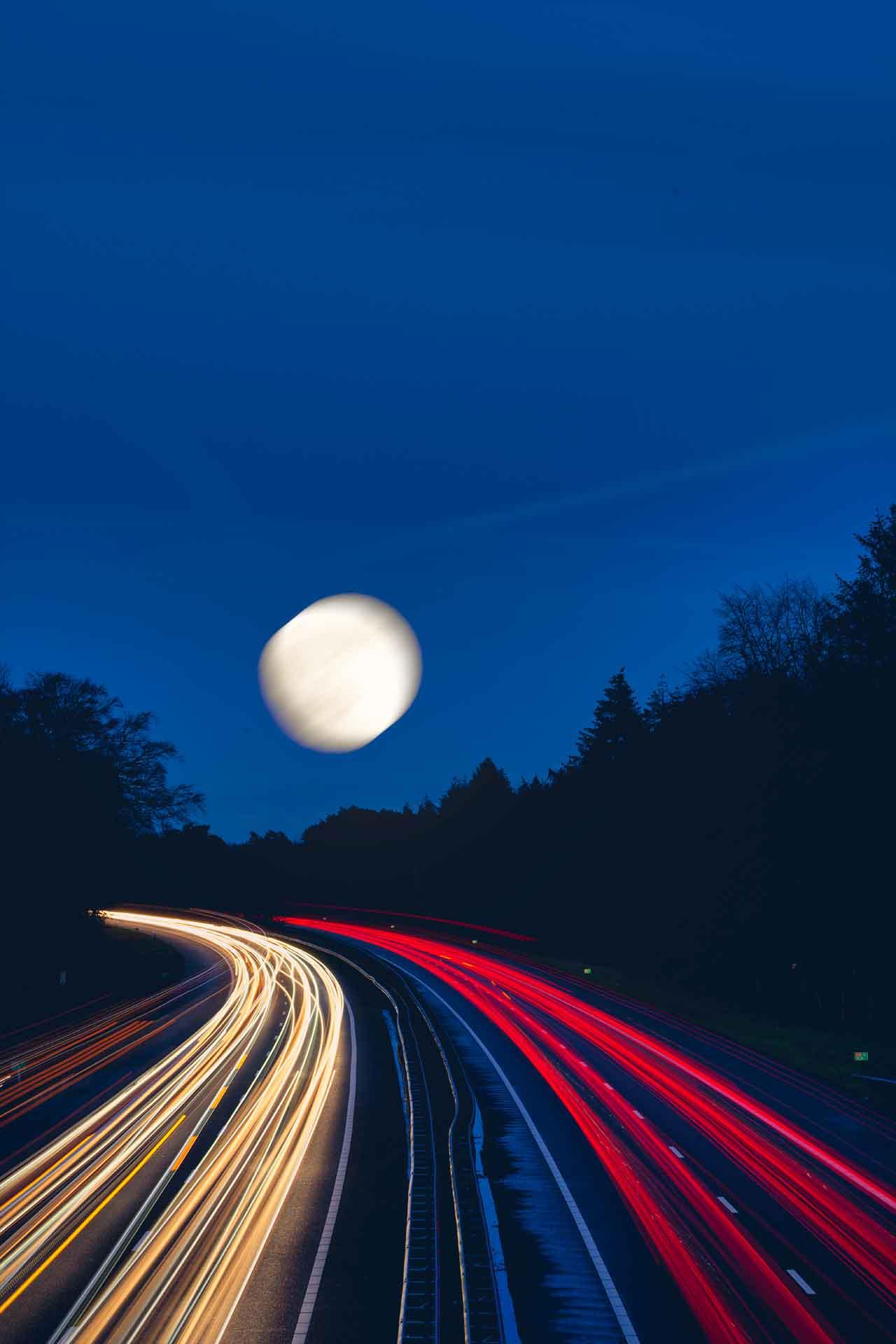 Volle maan fotograferen met een voorgrond